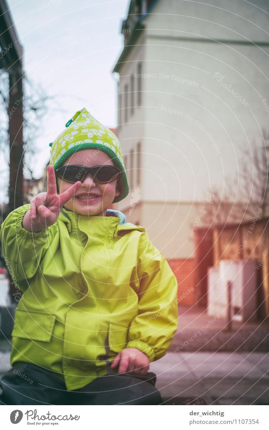 V Playing Masculine Child Boy (child) Infancy Hand Fingers 1 Human being 3 - 8 years Spring Germany Europe Town Downtown House (Residential Structure)