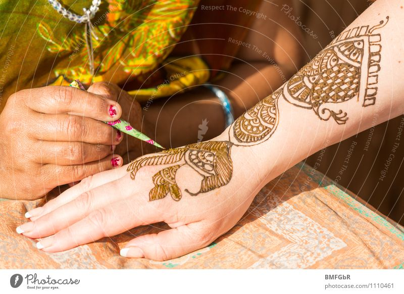 henna painting Human being Feminine Woman Adults Life Skin Arm Hand 2 30 - 45 years Art Artist Painter Work of art Painting and drawing (object) Culture
