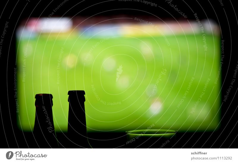 Green Black Sports Playing Leisure and hobbies Glass Soccer Sports team TV set Television Living room Sporting event Sportsperson Football pitch Bottle of beer
