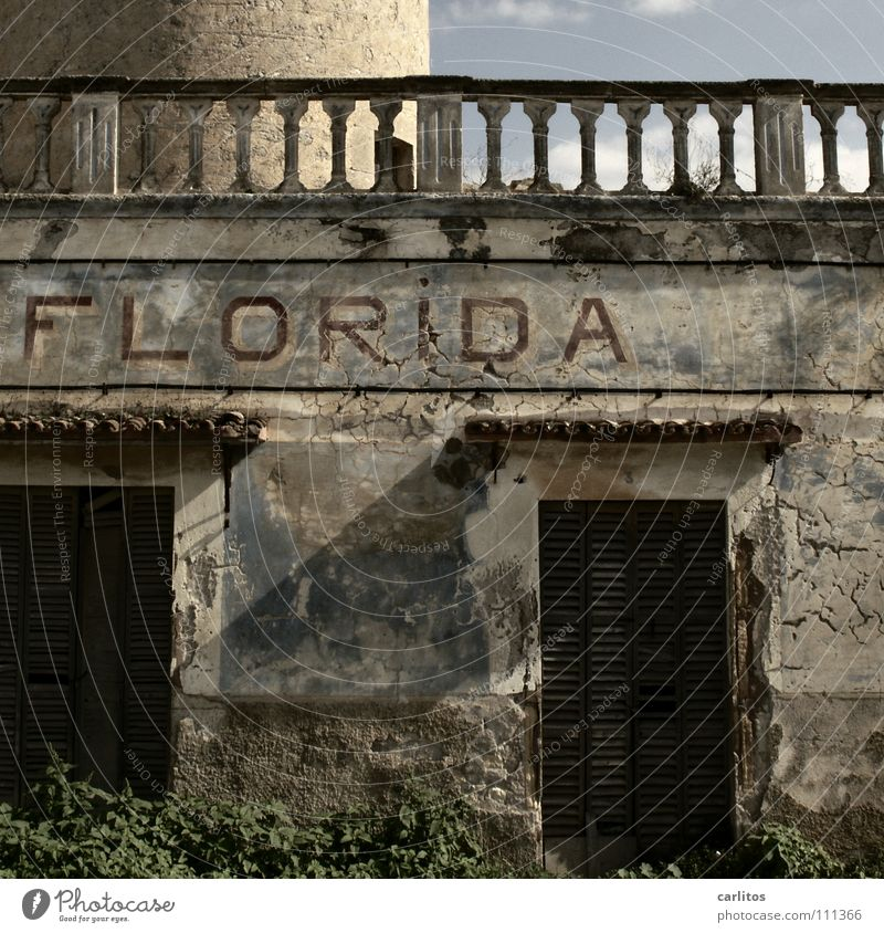 Florida? Majorca South Summer Vacation & Travel Dismantling Mill Tradition Forget Derelict Transience Blue sky old properties construction boom Torre de Florida