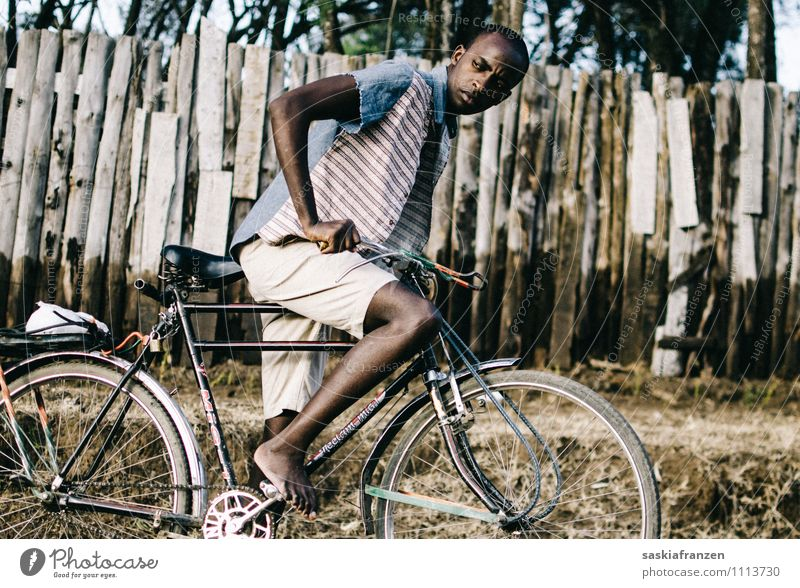 Human being Youth (Young adults) Joy Young man 18 - 30 years Adults Street Lanes & trails Sports Fashion Masculine Leisure and hobbies Body Tourism Bicycle