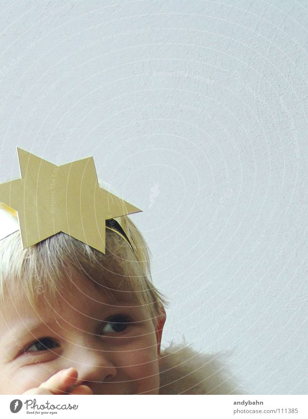 angel Hair and hairstyles Feasts & Celebrations Child Boy (child) Infancy Head 1 Human being Mask Blonde Angel Christmas Star (Symbol) Sweet Gold Belief