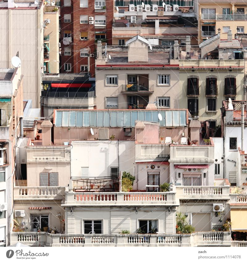 City White Loneliness House (Residential Structure) Window Wall (building) Architecture Building Wall (barrier) Facade Stairs Living or residing Roof Spain