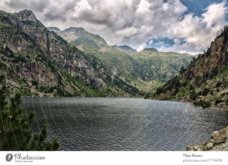 Embalse de Cavallers Sky Nature Vacation & Travel Beautiful Landscape Clouds Environment Mountain Rock Europe River Spain Flow