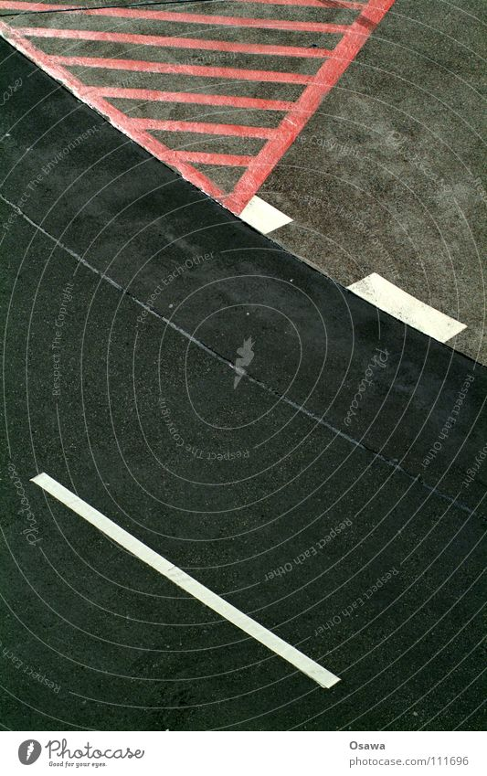 ^-_- Asphalt Black Gray Red Center line Line Traffic infrastructure Street Signs and labeling hatching Curve