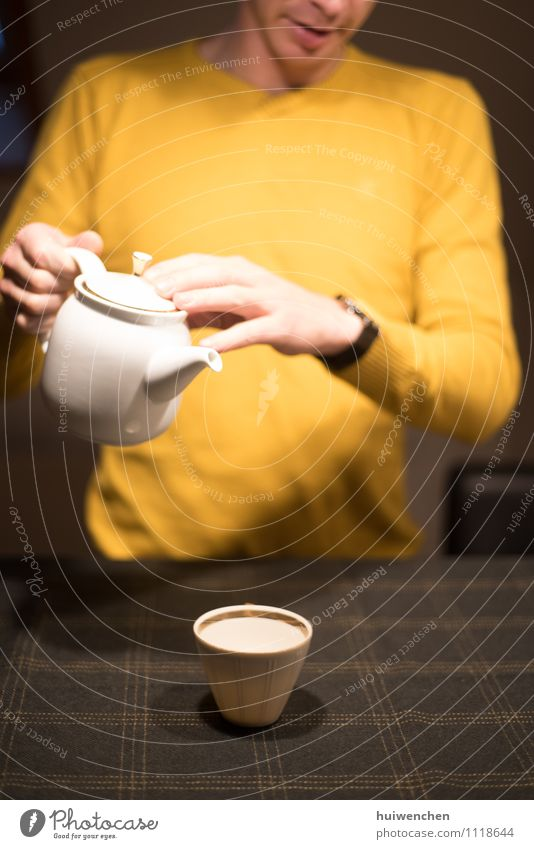 happy and ready to serve the tea Beverage Tea Black tea Pot Mug Teapot Tea cup Man Adults Hand Fingers 1 Human being Tablecloth To hold on Smiling Friendliness