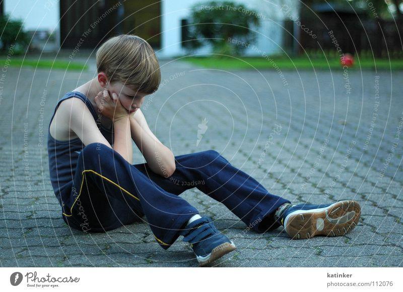 Child Boy (child) Floor covering Ball Anger Aggravation Whim Erratic