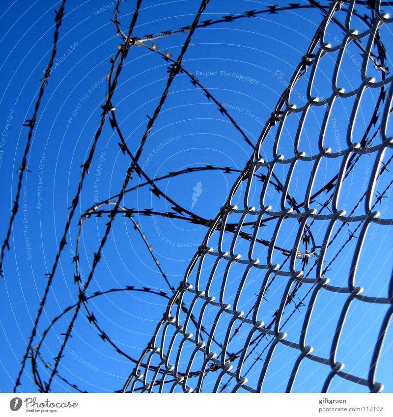 Sky Blue Dangerous Safety Threat Fence Border Airport Barrier Captured Bans Penitentiary Passage Barbed wire Barbed wire fence Aviation
