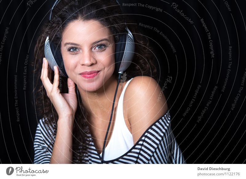 Listening II Night life Event Music Club Disco Beach bar Lounge Disc jockey Going out Feasts & Celebrations Clubbing Dance Headset MP3 player Feminine Woman