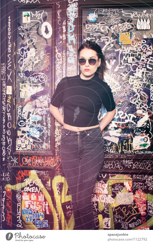 In the quarter Human being Feminine Young woman Youth (Young adults) Woman Adults 1 18 - 30 years Culture Youth culture Subculture Door Fashion Clothing Jeans
