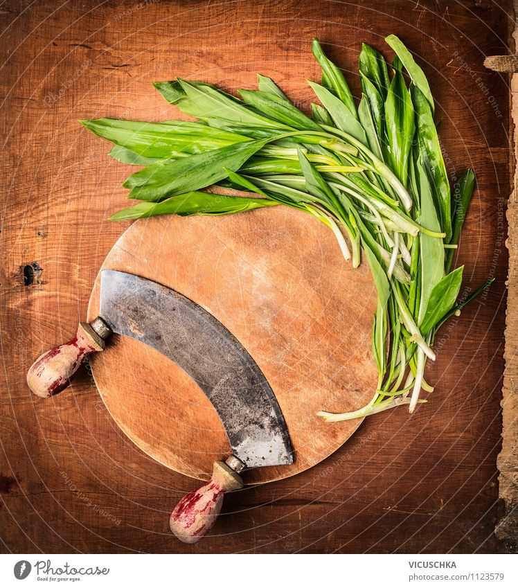 Fresh bear's garlic with old herb knife Food Vegetable Lettuce Salad Herbs and spices Nutrition Organic produce Vegetarian diet Diet Knives Style Design