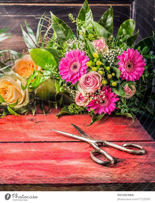 Old scissors and bunch of flowers Elegant Style Design Garden Decoration Table Feasts & Celebrations Valentine's Day Mother's Day Birthday Nature Plant Flower
