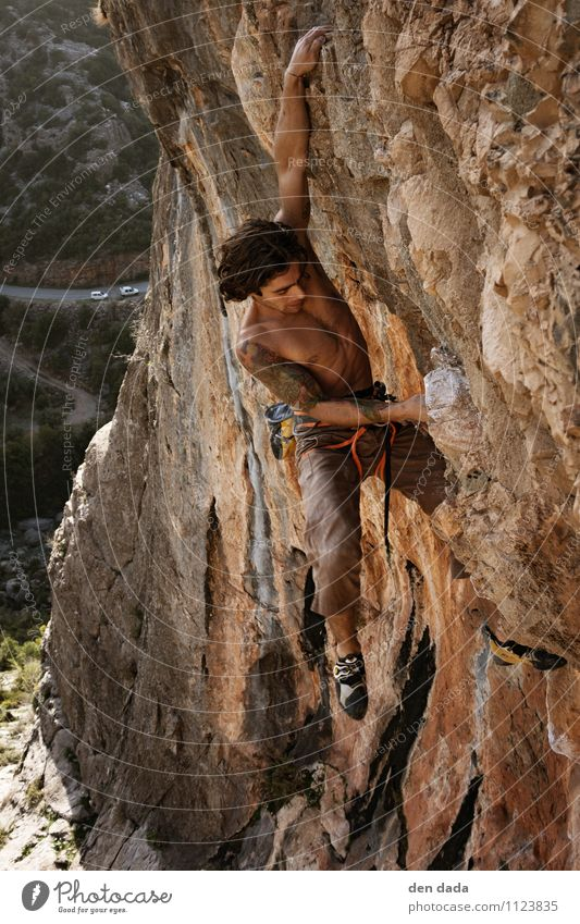 climb up Sports Fitness Sports Training Climbing Mountaineering Sportsperson Young man Youth (Young adults) Body Skin Chest 1 Human being 18 - 30 years Adults