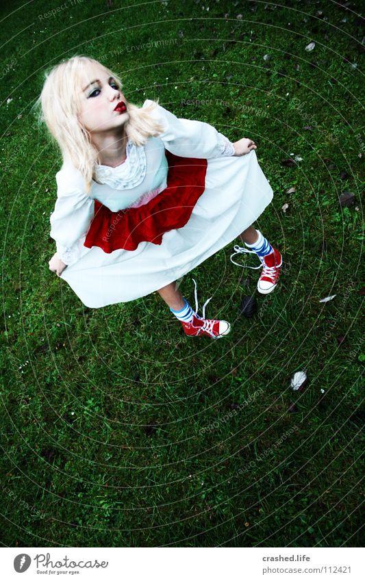 Alice in Wonderland Kissing Dress Red White Green Chucks Stockings Blonde Leaf Lipstick Eyeliner Wearing makeup Sneakers Girl Make-up Ball gown Glamor Feminine