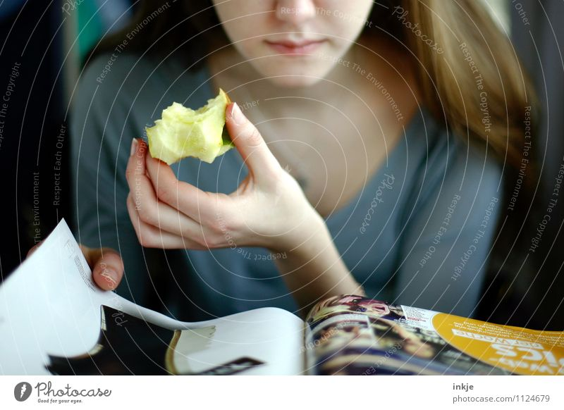 Human being Child Youth (Young adults) Beautiful Young woman Hand Girl Face Life Eating Fashion Lifestyle Leisure and hobbies 13 - 18 years Nutrition Break