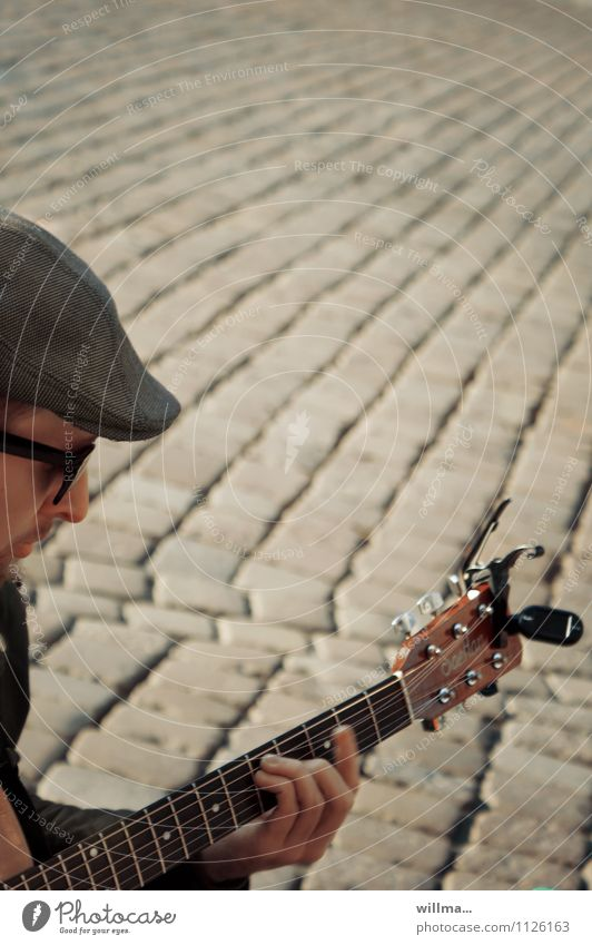 street musicians Music Young man Youth (Young adults) 1 Human being Marketplace Sunglasses Hat Culture Busker Guitar Guitarist Play guitar Guitar neck