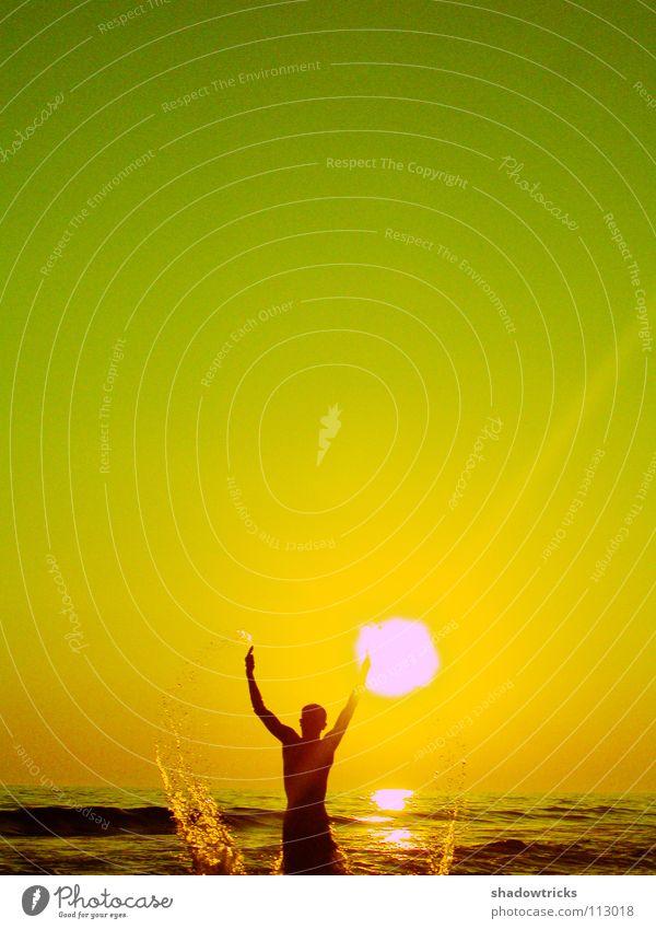 Human being Sky Man Water Green Sun Ocean Beach Joy Yellow Swimming & Bathing Drops of water Guy Inject Swimmer (professional sportsman)