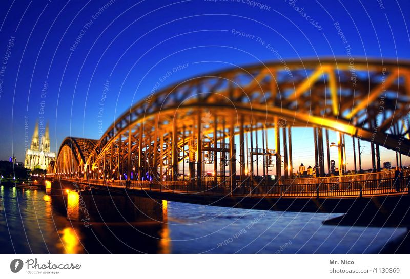 City Architecture Lighting Tourism Leisure and hobbies Illuminate Gold Uniqueness Bridge Historic Manmade structures Kitsch Landmark Cloudless sky