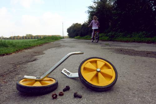 Joy Girl Environment Life Street Movement Lanes & trails Freedom Lifestyle Leisure and hobbies Contentment Infancy Bicycle Success Joie de vivre (Vitality)