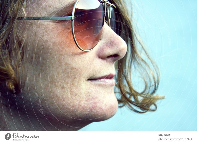 me, roque ! Lifestyle Feminine Woman Adults Skin Hair and hairstyles Face Eyes Nose Mouth Sunglasses Curl Observe Cool (slang) Hip & trendy