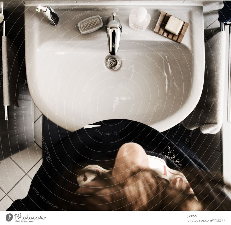 I don't know - I don't wash! Drainage Objective Arise Bathroom Bird's-eye view Narrow Gray Towel Reluctance Man Morning Tip of the nose Soap Sieve Oversleep
