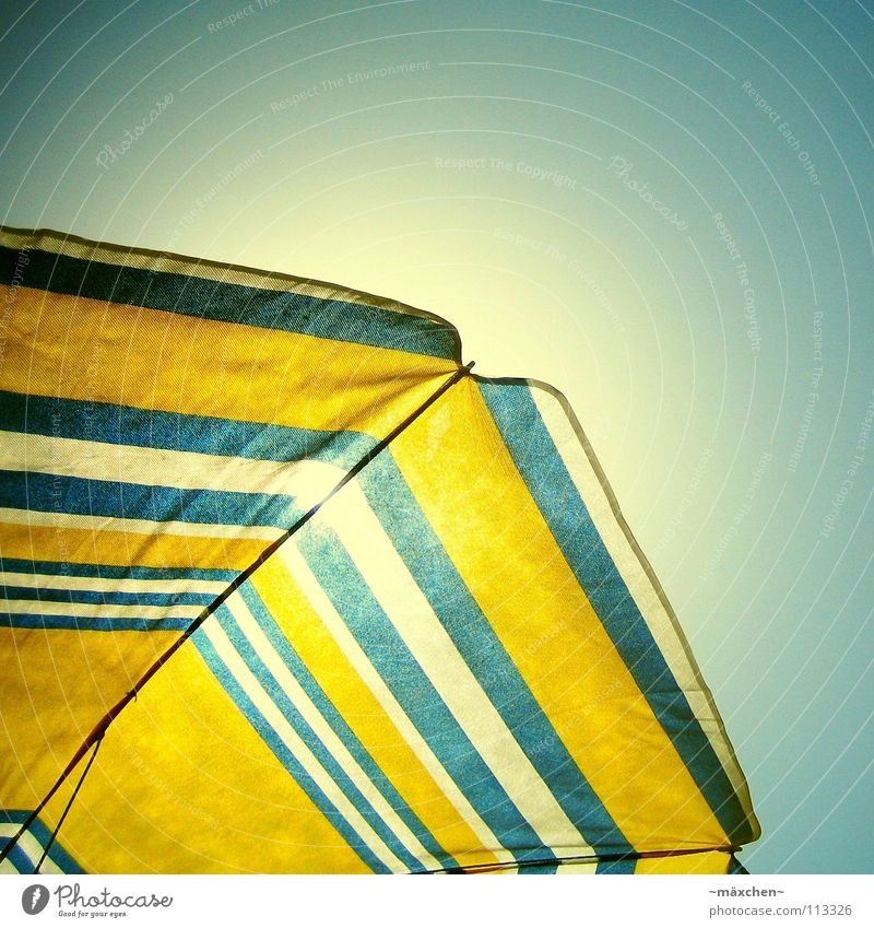 Sky White Sun Blue Summer Beach Vacation & Travel Yellow Relaxation Warmth Ice Physics Sunshade To enjoy Sunbathing Express train