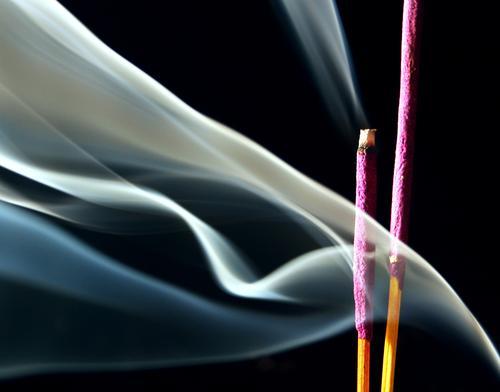 Chopsticks. Joss sticks Lavender Pleasant Violet Dust Crumbled Burn Hippie Black Fog Tibet Relaxation Temple Buddhism Purifying Feng Shui Comforting