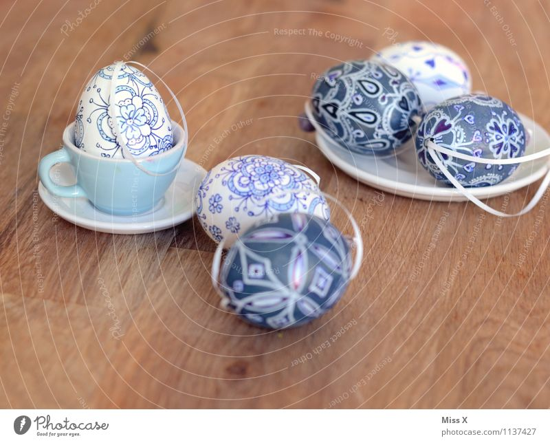 Easter eggs Food Nutrition Plate Mug Leisure and hobbies Handicraft Table Decoration Kitsch Odds and ends Draw Blue White Painting (action, artwork) Painted