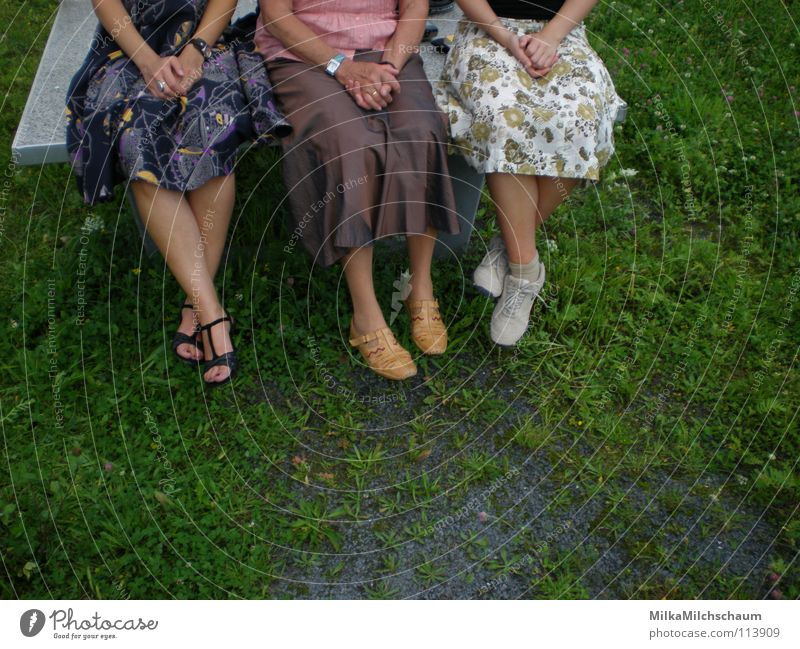three angels for a table tennis table Generation 3 Sandal Light heartedness Summer Spring Meadow Green Dress Festive Table tennis Hand Violet Brown Flower Woman