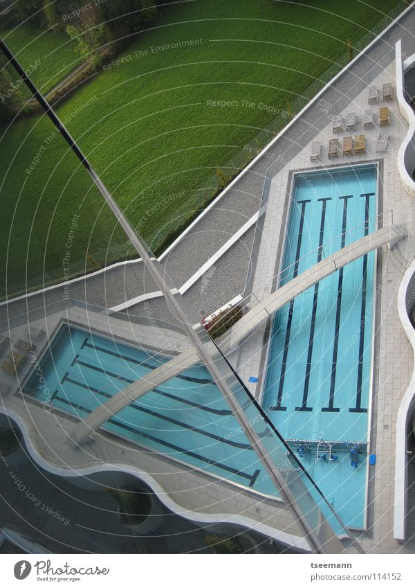 Water Green Blue Sports Relaxation Wall (building) Grass Wall (barrier) Architecture Glass Railroad Bridge Wellness Swimming pool Footbridge
