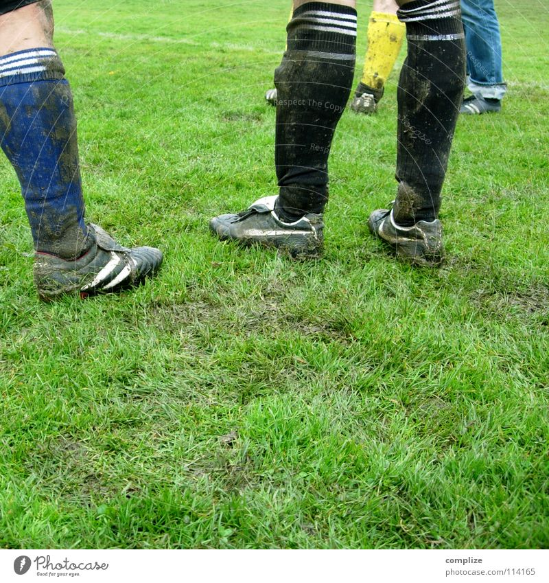 Man Clouds Meadow To talk Sports Playing Movement Grass Line Rain Footwear Dirty Leisure and hobbies Soccer Places Break