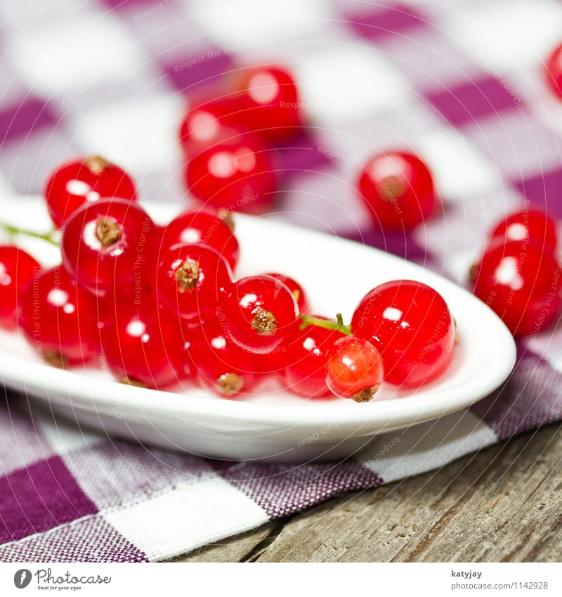 currants Redcurrant Berries Berry bushes Dessert Nutrition Healthy Eating Dish Food photograph Wood Wooden table Table Fruit Garden fruit Green Mixture