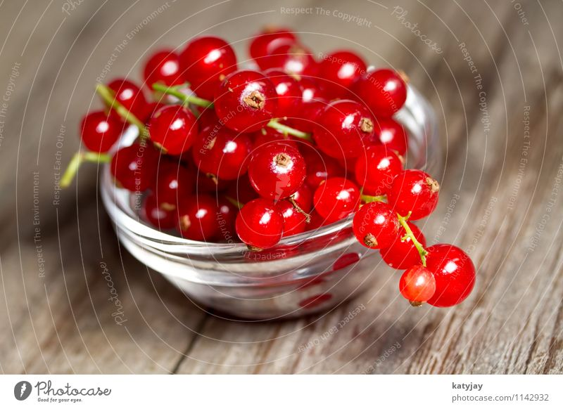 currants Redcurrant Berries Dessert Nutrition Healthy Eating Dish Food photograph Wood Wooden table Table Fruit Garden fruit Green Mixture Berry seed head