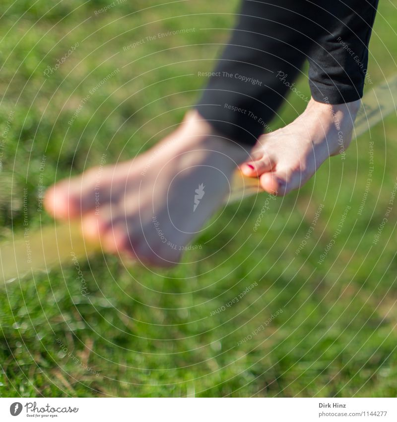 Slackline III Legs Feet 1 Human being Green Concentrate Resolve Brave Endurance Self Control Attentive Disciplined Tense 18 - 30 years Contentment Narrow