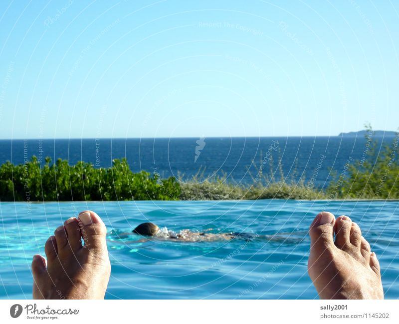 Human being Naked Relaxation Ocean Far-off places Swimming & Bathing Feet Lie Leisure and hobbies Contentment Wet Beautiful weather Infinity Swimming pool Sunbathing Cloudless sky
