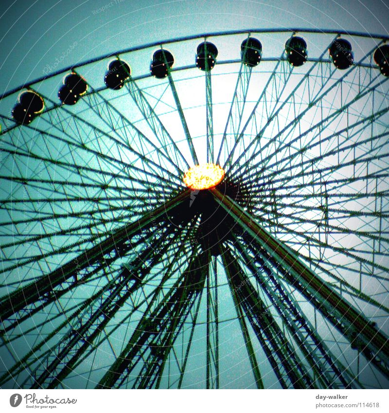 Get up there! Fairs & Carnivals Ferris wheel Green Lamp Rotate Emotions Support Cardiovascular system Leisure and hobbies Sky Scaffold Light