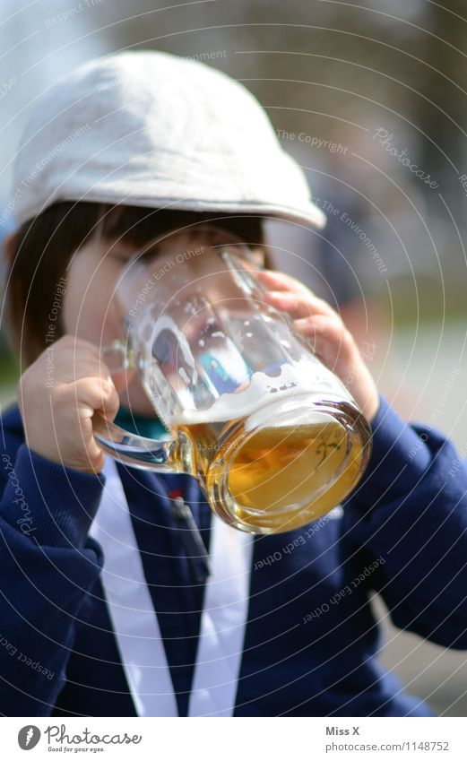 On the Wiesn Beverage Drinking Cold drink Alcoholic drinks Beer Glass Event Feasts & Celebrations Oktoberfest Human being Child Toddler Boy (child) 1