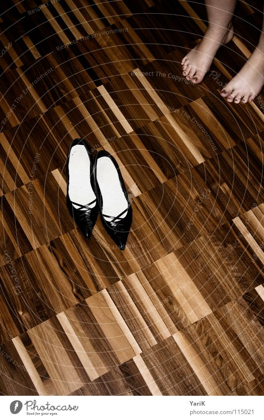 shoe-ting Footwear High heels Toes Parquet floor Laminate Wooden floor Stripe Pattern Dark Brown Living room high Feet Floor covering Contrast shoes
