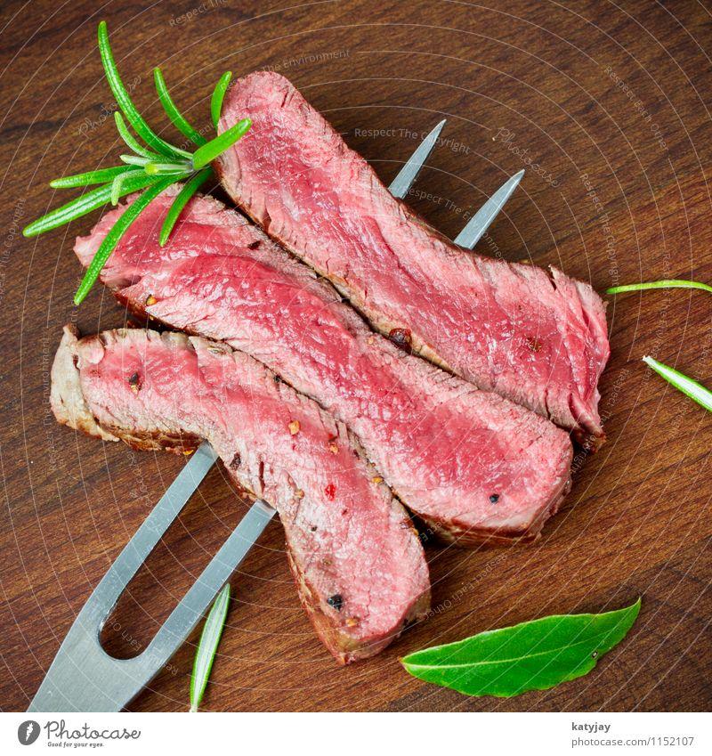 Steak strip medium Filet mignon Roastbeef Pork tenderloin Media hip steak Roast joint Beef Meat Wooden board Cattle Steakhouse Pepper Barbecue (apparatus) Thyme