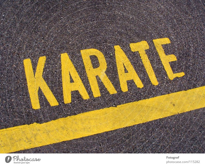 Street fighter. Karate Martial arts Asphalt Parking lot Gray-yellow Line Typography Lettering Asia Traffic infrastructure Letters (alphabet) Characters street