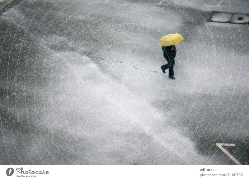Human being Man White Winter Cold Adults Yellow Snow Gray Snowfall Weather Places Asphalt Umbrella Footprint Parking lot