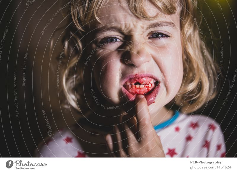 tooth fairy Feminine Child Girl Young woman Youth (Young adults) 3 - 8 years Infancy Blonde Pain Fear Perturbed Set of teeth Gum Tooth space tooth change Blood