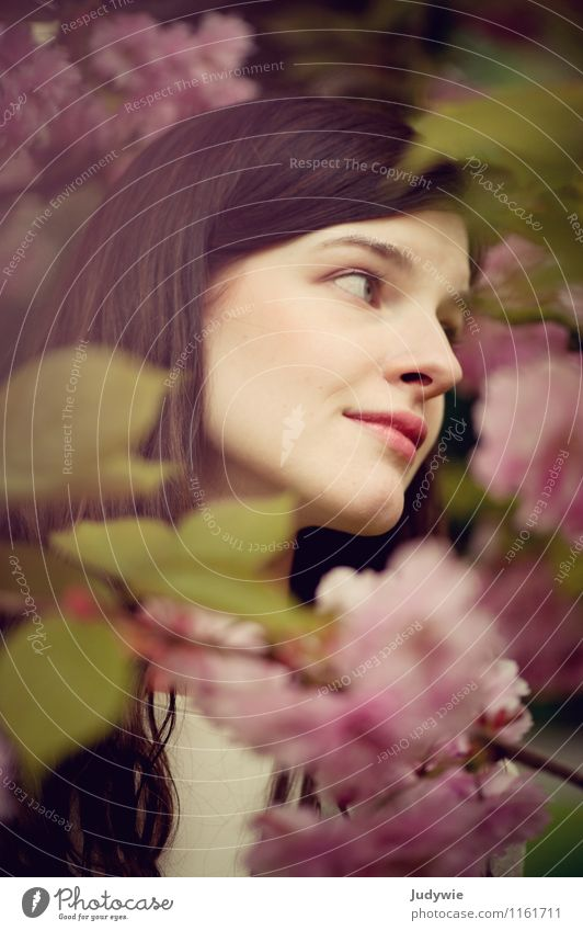 flower dreams Beautiful Face Well-being Contentment Human being Feminine Young woman Youth (Young adults) Woman Adults 13 - 18 years Child 18 - 30 years