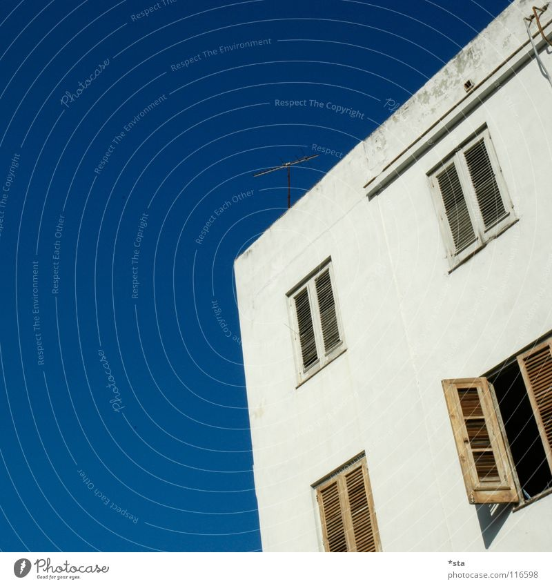 Sky Old Blue White House (Residential Structure) Window Architecture Open Closed Crazy Derelict Craft (trade) Shabby Cuba Antenna Shutter