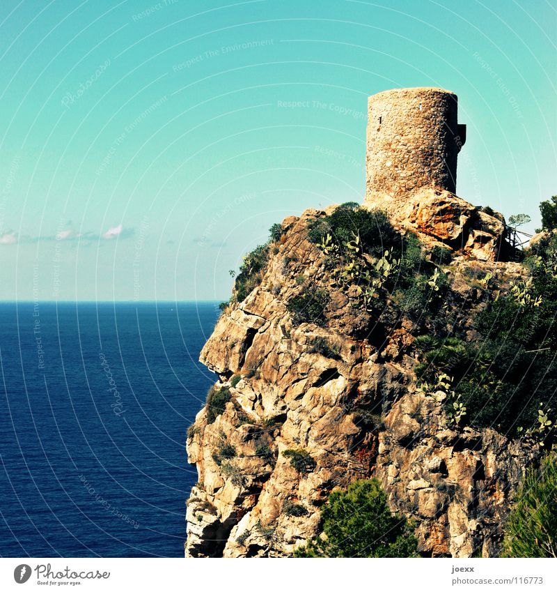review Vantage point Looking Lookout tower Fortress Majorca Ocean Position Ruin Round Lake Search Deep Tourism Surveillance Vacation & Travel Watch tower