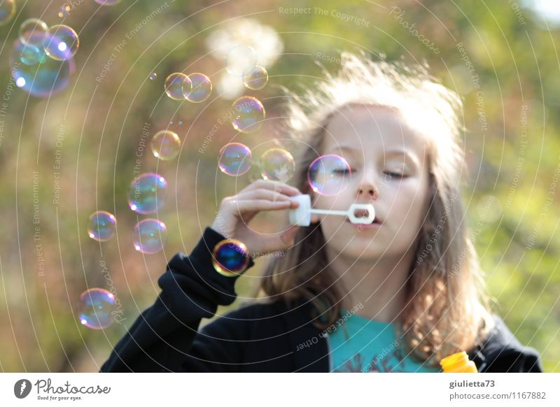 More soap bubbles! Feminine Child Girl Infancy 1 Human being 8 - 13 years Playing Dream Blonde Glittering Green Contentment Joie de vivre (Vitality)