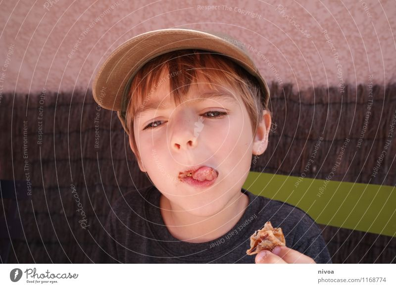 Human being Child Green Summer Face Wall (building) Spring Boy (child) Eating Wall (barrier) Gray Food Brown Masculine Infancy Blonde