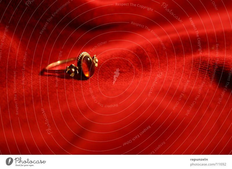 Red Gold Gift Circle Romance Kitsch Jewellery Velvet