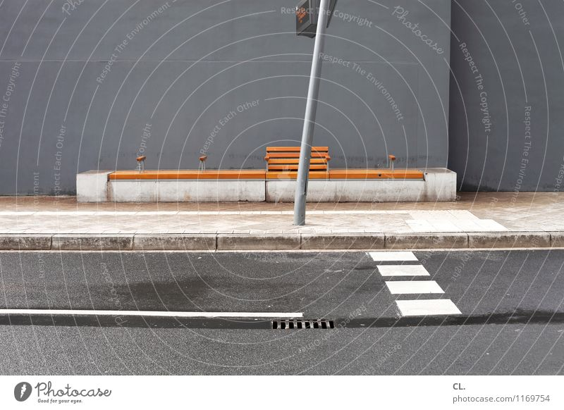 Street Wall (building) Lanes & trails Wall (barrier) Gray Brown Gloomy Transport Signage Break Bench Traffic infrastructure Boredom Stagnating Road traffic
