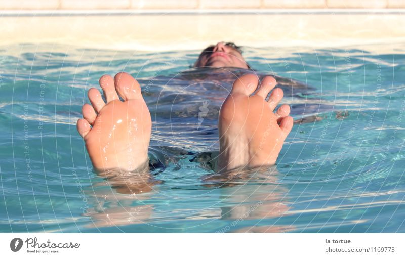 Human being Vacation & Travel Blue Summer Water Sun Relaxation Calm Cold Swimming & Bathing Feet Masculine Contentment Fresh Skin To enjoy